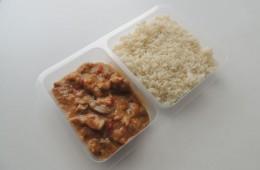 Pikantní zeleninová směs s vepřovým masem, rýže