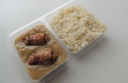 Sekané špalíčky v anglické slanině, rýže