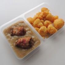 Sekané špalíčky v anglické slanině, restované brambory